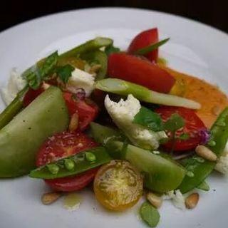 カラフルトマトとモッツァレラチーズのサラダ(AGカフェ (AG cafe))