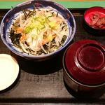 サーモン漬け丼(呑処 おか吉 )