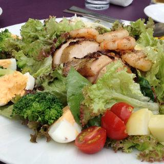 グリルチキン&シュリンプのボリュームサラダ(カノビアーノカフェ (CANOVIANO CAFE))