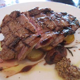 豚肩ロース肉のステーキ(トラットリア ジョヴァンニ)