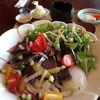鰹のたたきのサラダ風うどん(カフェ中野屋)