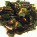 魚介と海藻の温かいサラダ