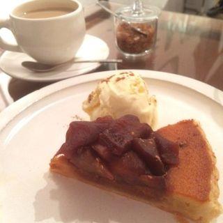 リンゴのカラメルタルトパイ(cafe marble仏光寺店 (カフェマーブル))