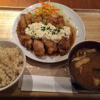オリジナルタルタルソースのチキン南蛮定食(カフェ パーク)