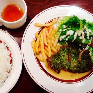 豚の香草焼き(旅する子ブタ 東京駅グランルーフフロント店 )