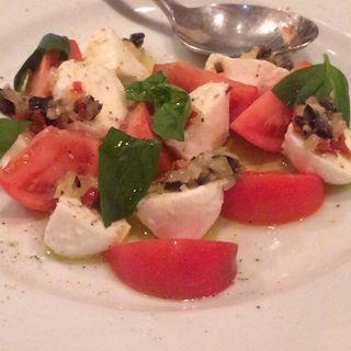 フレッシュトマトと水牛モツァレラのカプレーゼ(RYU dining kitchen (リュウ ダイニング キッチン))