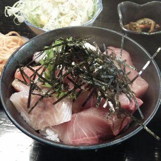漬けマグロ丼(魚目)