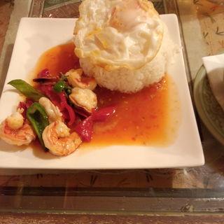 エビと野菜のトリプルソースぶっかけご飯(クルン サイアム (Krung Siam))