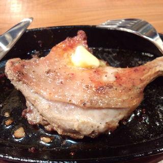 骨付き鶏のオーブン焼き(串サンロク )