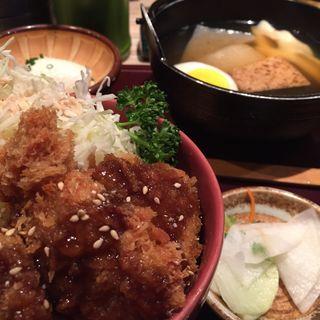 おでん5ヶとひれかつ丼のセット(すりみや 神田淡路町店 )