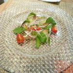 桜鯛のカルパッチョ 生姜風味のグレープフルーツをのせて