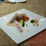 九州産黒豚のロースハムとバラ肉の低温調理 白いんげん豆のピューレを添えて
