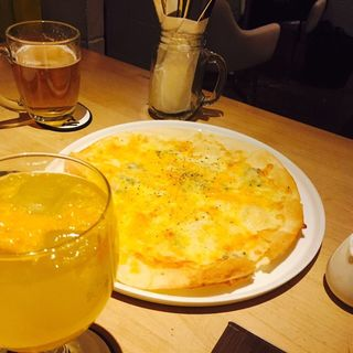 4種のチーズのピッツァ(スペースジョイ)