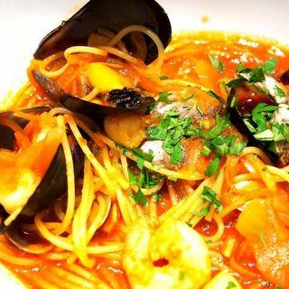 魚介類トマトスープパスタ(vogues)