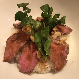 熟成ローストビーフ丼 スープ付 (ランチメニュー)(長尾中華そば 神田店)