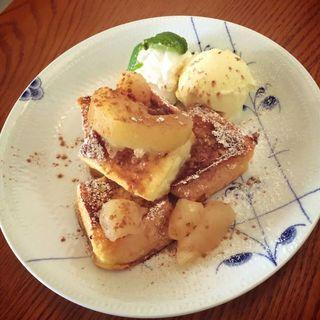 アップルシナモンフレンチトースト(カフェ フジヌマ (Cafe FUJINUMA))