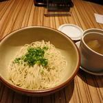 香味和え麺 皇朝特製鶏スープ添え