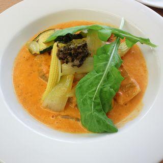 ポークとローズマリーのコンフィグリル野菜のマリネ添えトマトのクリームソース(ヤハラテナ )