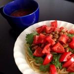 春菊と納豆とトマトパスタ