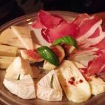 生ハムとチーズの盛り合わせ