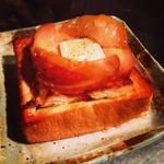 クリームチーズとりんごのコンポートでハニートースト