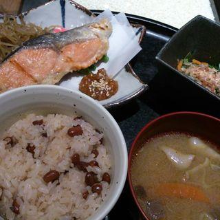 西京焼定食(銀鮭)(十五夜米八 (じゅうごやよねはち))