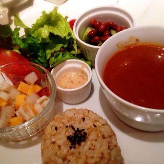玄米プレート(根菜コロコロサラダ、有機野菜のトマトカレー、きゃうりと大豆のサラダ)(Natura Vita (ナチュラ ビータ))