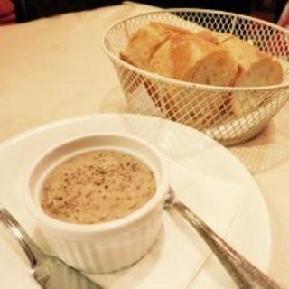 バゲットとパテ(パリのワイン食堂)