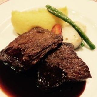 エゾシカもも肉のロースト(パリのワイン食堂)