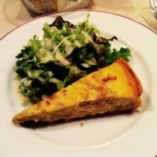 ひき肉のキッシュ(パリのワイン食堂)