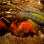 天使の海老とバジル味噌の朴葉焼き