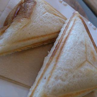 ホットサンド(ハム&チーズ)(SHIROKANE | LOUNGE (シロカネ ラウンジ【旧店名】ウィークエンド バイ ココロ))