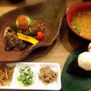 健康野菜の揚げひたしと特製おろしハンバーグ定食(おむすびのGABA 秋葉原店 )