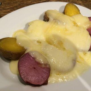 ジャガイモ2種のラクレットチーズがけ(十勝屋)