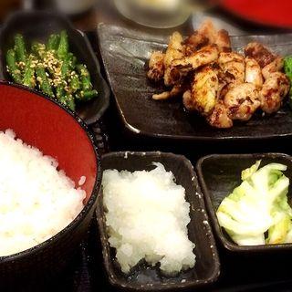 大山鶏塩麹漬け炭火焼定食(しんぱち食堂 新宿店 )