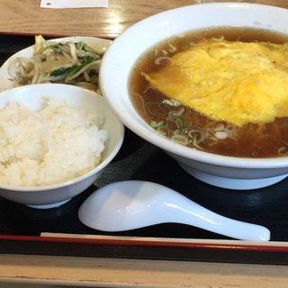 かに玉ラーメンと野菜炒めランチ(玻阿瑠)