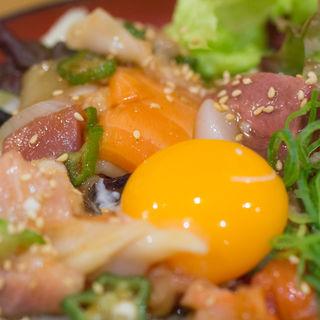 七種の海鮮ユッケ丼(堂島とろ家 阪急三番街店 (とろや))