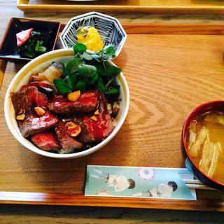 リブロースステーキ丼(GLOU GLOU REEFUR (グルグル リーファー【旧店名】ロザリー))