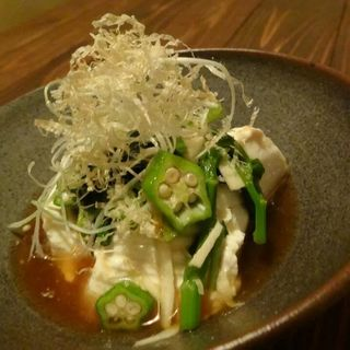 山芋、オクラ、モロヘイヤのネバネバ野菜のだし豆腐(すず)