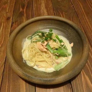 スモークサーモンと小松菜の豆乳クリームパスタ(すず)