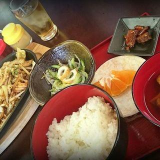 鉄板炒めランチ(豚バラ)(まる藤 )