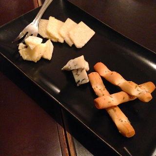 チーズの盛り合わせ(ビストロ酒場staub (ストウブ))
