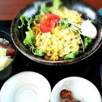 ラーメンサラダと小丼(ランチ)