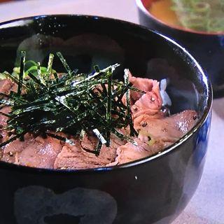 ローストビーフ丼(キッチン きたうち 中津店 (創作料理))
