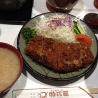 ロースカツ定食(豚珍館)