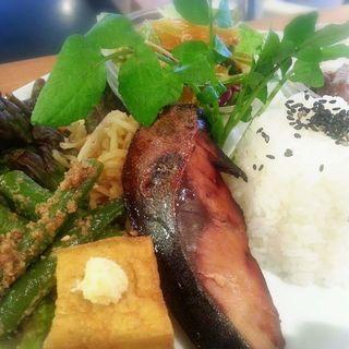 ブリの照り焼きおばんざい(フダンカフェ (fudan cafe))