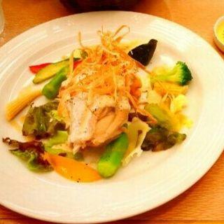 彩り野菜とチキンのグリル(ヤハラテナ )