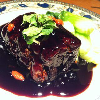 鎮江黒酢のとろとろ角煮酢豚(老虎菜 (ラオフーツァイ))