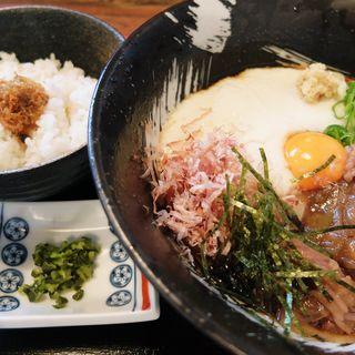 牛肉ぶっかけうどん(冷)に山椒ご飯とお漬物付(福来たる )