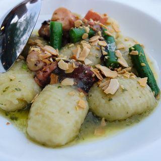 ジャガイモのニョッキ 蛸とインゲン豆のジェノベーゼ(イカリヤ食堂)